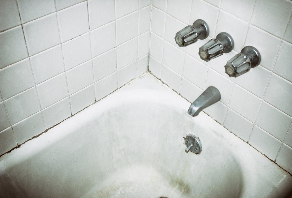 moldy bath tub